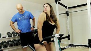 Mom xnxx gym hot Workout of Stepmom Hot Wet Pussy in Gym