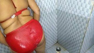 Indian Bhabhi xnxx Fucked By Devar In Bathroom Sex