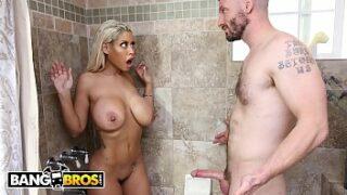 Pornstar With Big Ass and Big Tits Get Bathroom Hard Fuck