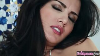 Sunny Leone xnxx2 playing with her big boobs and pussy